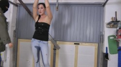 Malina – Pissing in Jeans  Amateure Xtreme