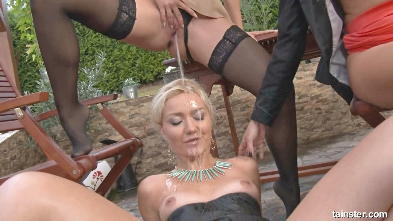 blonde pissing porn