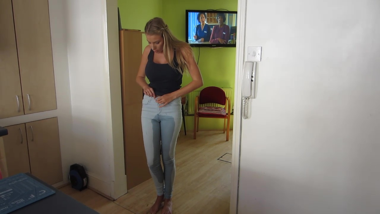 Danielle Maye pisses her jeans and shows off the wetness