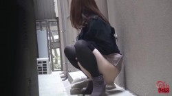 FF-102 01 Women peeing outdoors - voyeur in the silent alley