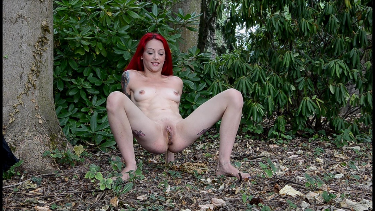 Barefoot Nudity - RED-X: nude shooting in the garden 2