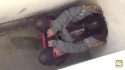 PM172 02 Peeing girls reaction on hidden camera. Outdoor urination peeping
