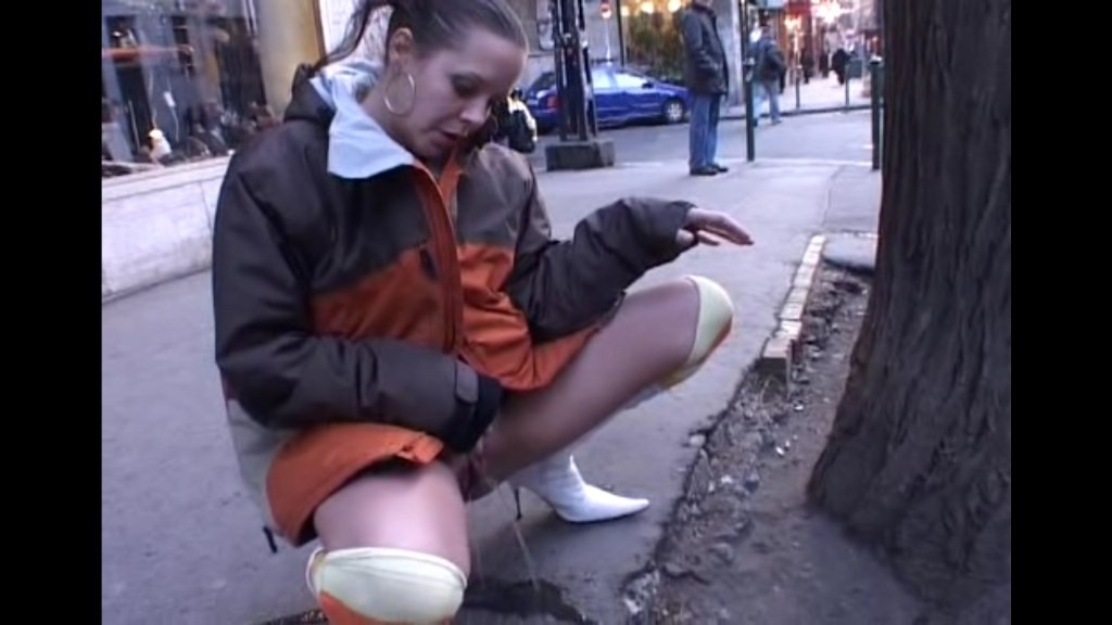 Extreme Public Piss Girls 28