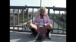 Extreme Public Piss Girls 009