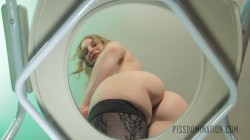 Ela Darling plays with her piss slave