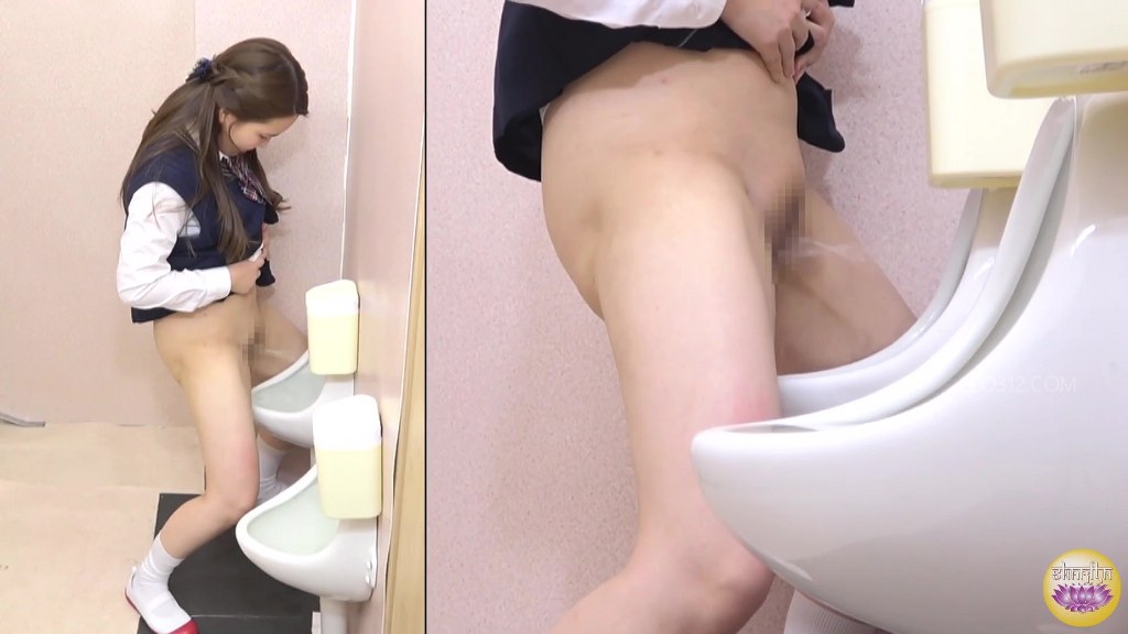 Guy with big uncut cock playing with own pee