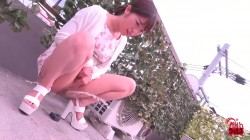 FF-428 02 Outdoor, dynamic pissing of amateur girls